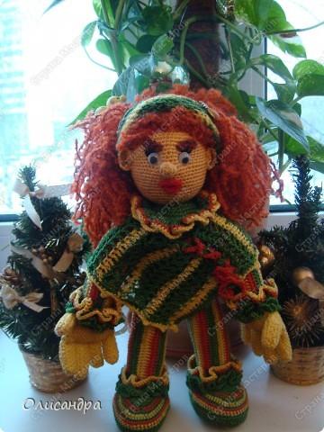 Это вторая куколка,связанная по описанию Annet http://www.u-mama.ru/read/article.php?id=1144  Автором идеи является Нелли Больгерт ... http://www.beadsky.com/nelly_borgelt.php?ln=ru http://www.sgddik.de/nelli/_ru/index.html  На первую куколку можно посмотреть здесь... http://stranamasterov.ru/node/136111  . Фото 4