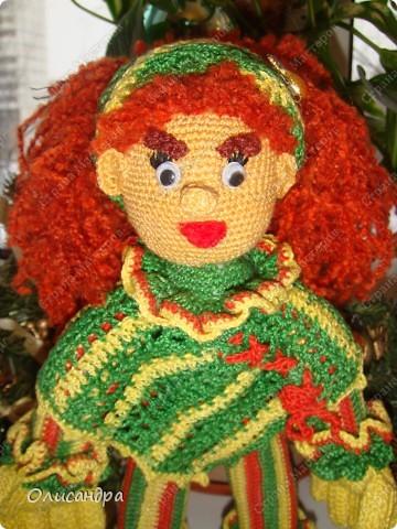 Это вторая куколка,связанная по описанию Annet http://www.u-mama.ru/read/article.php?id=1144  Автором идеи является Нелли Больгерт ... http://www.beadsky.com/nelly_borgelt.php?ln=ru http://www.sgddik.de/nelli/_ru/index.html  На первую куколку можно посмотреть здесь... http://stranamasterov.ru/node/136111  . Фото 1