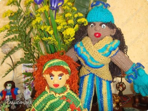 Это вторая куколка,связанная по описанию Annet http://www.u-mama.ru/read/article.php?id=1144  Автором идеи является Нелли Больгерт ... http://www.beadsky.com/nelly_borgelt.php?ln=ru http://www.sgddik.de/nelli/_ru/index.html  На первую куколку можно посмотреть здесь... http://stranamasterov.ru/node/136111  . Фото 7