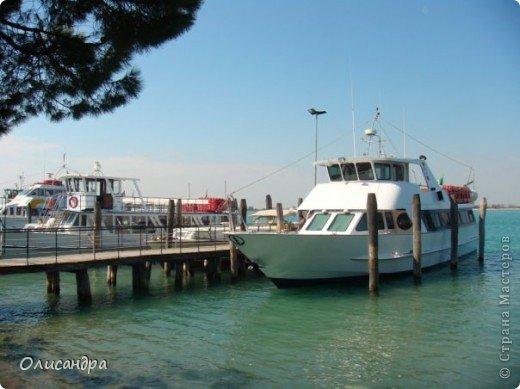 Мы едем в Венецию. Это была моя мечта ,я думала,что несбыточная... На этом катере  домчались туда за 20 минут и 7,5 евро.... Фото 1
