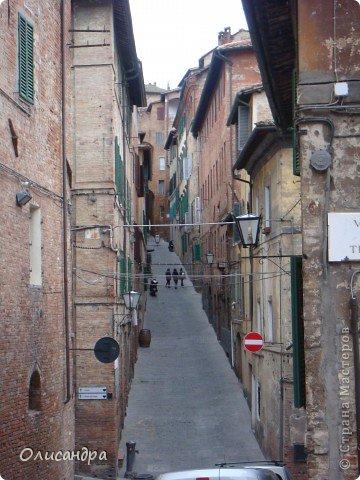 """Сиена- город в Италии... ,не похожий ни на один другой, который я когда-либо видела. Видимо, потому,что он такой необычный, я  и """"влюбилась"""" ... Возможно, мои фотографии не смогут передать  атмосферу города, но если  путешествуя по Италии, у Вас будет возможность  попасть в него, не отказывайтесь от этого...,несмотря на то ,что посещение Сиены, часто, считается дополнительной экскурсией.. Фото 9"""