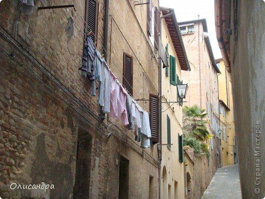 """Сиена- город в Италии... ,не похожий ни на один другой, который я когда-либо видела. Видимо, потому,что он такой необычный, я  и """"влюбилась"""" ... Возможно, мои фотографии не смогут передать  атмосферу города, но если  путешествуя по Италии, у Вас будет возможность  попасть в него, не отказывайтесь от этого...,несмотря на то ,что посещение Сиены, часто, считается дополнительной экскурсией.. Фото 8"""