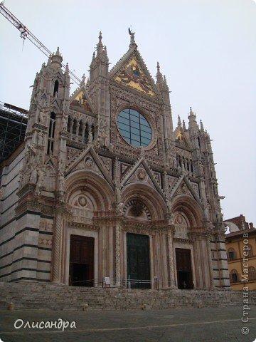 """Сиена- город в Италии... ,не похожий ни на один другой, который я когда-либо видела. Видимо, потому,что он такой необычный, я  и """"влюбилась"""" ... Возможно, мои фотографии не смогут передать  атмосферу города, но если  путешествуя по Италии, у Вас будет возможность  попасть в него, не отказывайтесь от этого...,несмотря на то ,что посещение Сиены, часто, считается дополнительной экскурсией.. Фото 10"""