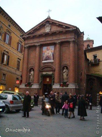 """Сиена- город в Италии... ,не похожий ни на один другой, который я когда-либо видела. Видимо, потому,что он такой необычный, я  и """"влюбилась"""" ... Возможно, мои фотографии не смогут передать  атмосферу города, но если  путешествуя по Италии, у Вас будет возможность  попасть в него, не отказывайтесь от этого...,несмотря на то ,что посещение Сиены, часто, считается дополнительной экскурсией.. Фото 18"""