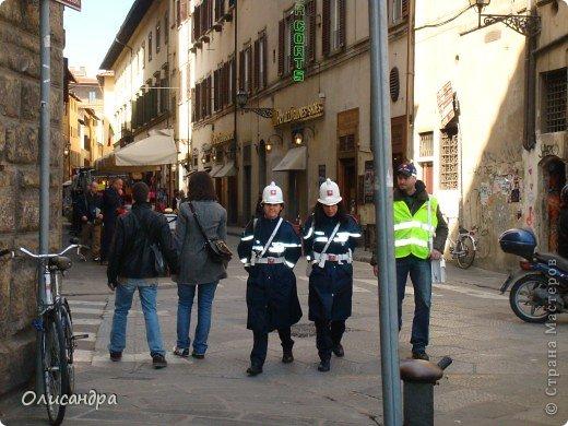 Италия встретила нас колоритным пейзажем...из теплиц и парников.... Фото 7