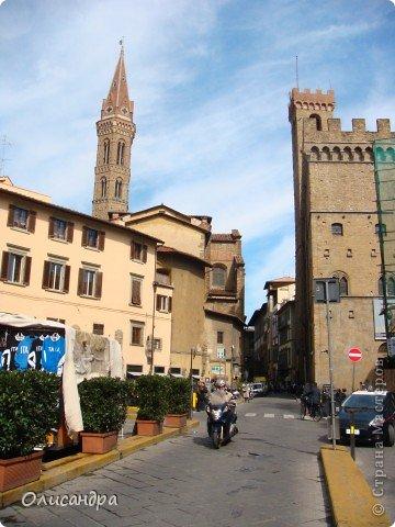 Италия встретила нас колоритным пейзажем...из теплиц и парников.... Фото 8