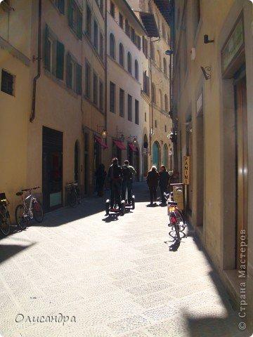 Италия встретила нас колоритным пейзажем...из теплиц и парников.... Фото 22