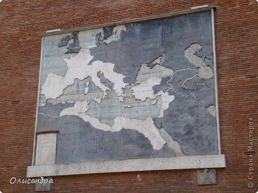 Рим – сердце Италии, Вечный город на семи холмах, к которому, как известно, ведут все дороги. Рим входит в перечень самых древних, великих, богатых историческими и культурными памятниками городов мира. И недаром его называют Вечным городом – история Рима насчитывает более трех тысяч лет.  ***************************************** Наша экскурсия началась здесь у Пантеона, храма, посвященного всем богам, памятника древнеримской архитектуры. Сооружен около 125 н. э.  В Пантеоне похоронены Рафаэль и пара итальянских королей.  фото 25