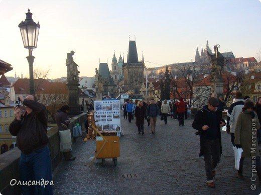 Прага является столицей и крупнейшим городом Чешской республики. Она расположена на реке Влтаве в центральной Богемии. В ней проживает примерно 1.2 миллиона человек. Достопримечательности Праги заслуженно пользуются громадной популярностью у многочисленных туристов.. Фото 17