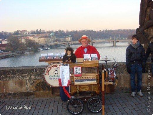 Прага является столицей и крупнейшим городом Чешской республики. Она расположена на реке Влтаве в центральной Богемии. В ней проживает примерно 1.2 миллиона человек. Достопримечательности Праги заслуженно пользуются громадной популярностью у многочисленных туристов.. Фото 21