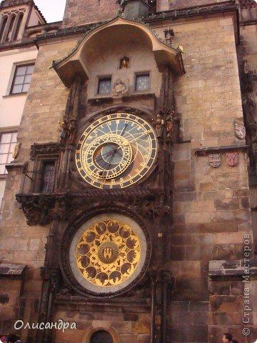 Прага является столицей и крупнейшим городом Чешской республики. Она расположена на реке Влтаве в центральной Богемии. В ней проживает примерно 1.2 миллиона человек. Достопримечательности Праги заслуженно пользуются громадной популярностью у многочисленных туристов.. Фото 11