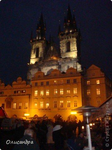 Прага является столицей и крупнейшим городом Чешской республики. Она расположена на реке Влтаве в центральной Богемии. В ней проживает примерно 1.2 миллиона человек. Достопримечательности Праги заслуженно пользуются громадной популярностью у многочисленных туристов.. Фото 40