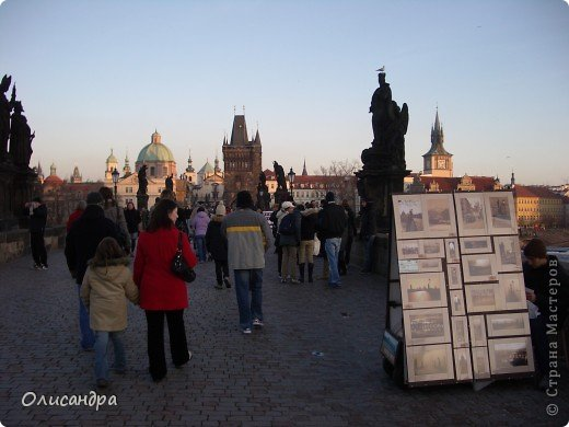 Прага является столицей и крупнейшим городом Чешской республики. Она расположена на реке Влтаве в центральной Богемии. В ней проживает примерно 1.2 миллиона человек. Достопримечательности Праги заслуженно пользуются громадной популярностью у многочисленных туристов.. Фото 19
