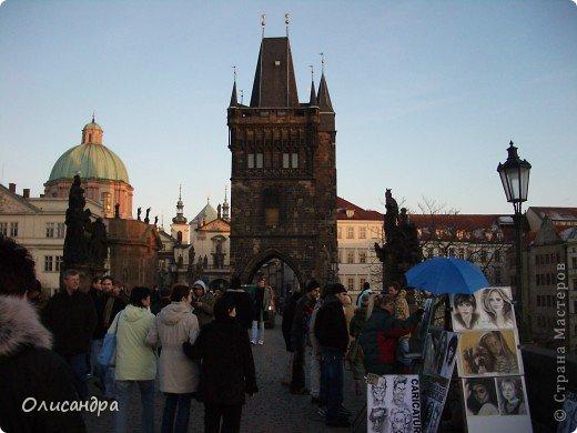 Прага является столицей и крупнейшим городом Чешской республики. Она расположена на реке Влтаве в центральной Богемии. В ней проживает примерно 1.2 миллиона человек. Достопримечательности Праги заслуженно пользуются громадной популярностью у многочисленных туристов.. Фото 20