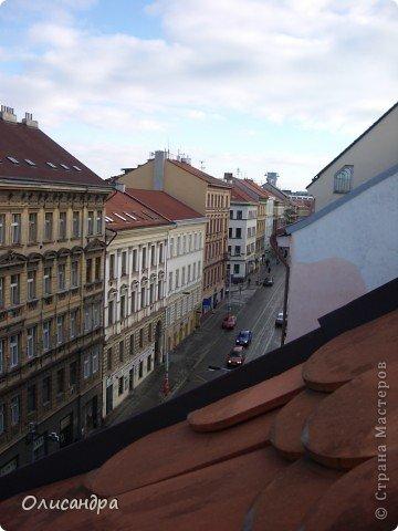 Прага является столицей и крупнейшим городом Чешской республики. Она расположена на реке Влтаве в центральной Богемии. В ней проживает примерно 1.2 миллиона человек. Достопримечательности Праги заслуженно пользуются громадной популярностью у многочисленных туристов.. Фото 4