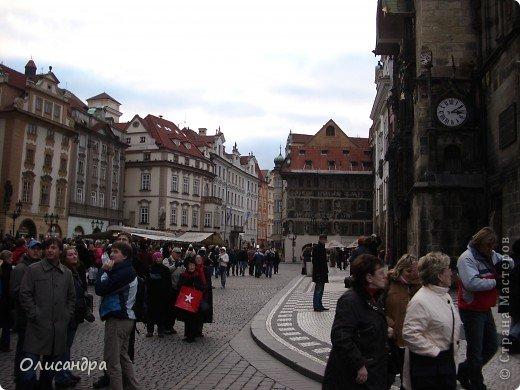 Прага является столицей и крупнейшим городом Чешской республики. Она расположена на реке Влтаве в центральной Богемии. В ней проживает примерно 1.2 миллиона человек. Достопримечательности Праги заслуженно пользуются громадной популярностью у многочисленных туристов.. Фото 10