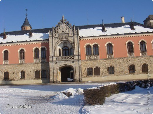 Карловы Вары — самый большой и самый известный курорт Чехии, расположен он в красивейшем ущелье,  в 120 км от Праги на западе исторической области Богемия в месте слияния рек Огрже, Ролава и Тепла. Население, примерно 50-55 тыс. чел.   . Фото 16