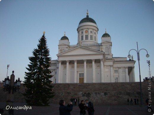 Хельсинки - главный город Финляндии, в котором сосредоточена экономическая, политическая и культурная жизнь страны. Но..., по-моему, достопримечательностей там очень мало...,или их прячут от туристов... , потому что все время показывают одно и тоже... Город расположен в скалистой местности. Исторический центр города находится на полуострове с сильно изрезанной береговой линией. Перепады высот в городе значительны, а скалы — обычная часть пейзажа. На реках в пределах города имеются водопады. *************************************************** Памятник Яну Сибелиусу расположен в районе Мейлахти, в живописном парке, который также носит имя Сибелиуса.  Ян Сибелиус (1865-1957) - финский композитор, который стал известен во всем мире как выразитель национального духа и реформатор классических идей в музыке. Именем Сибелиуса названа Хельсинкская академия музыки.  фото 3