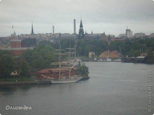 Столица Швеции, знаменитый город Стокгольм, пользуется популярностью среди туристов. Город был построен на четырнадцати островах, которые ничем не соединялись между собой, поэтому к сегодняшнему дню в регионе насчитывается около 55 мостов.  фото 20