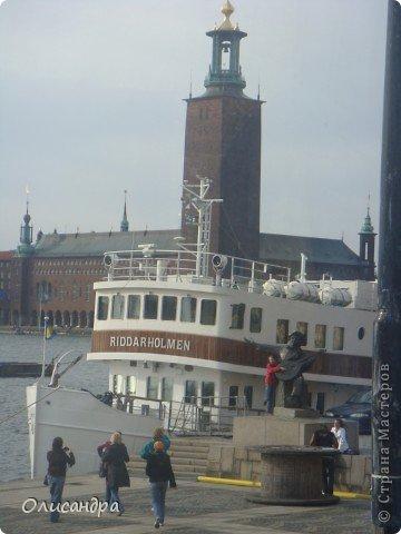 Столица Швеции, знаменитый город Стокгольм, пользуется популярностью среди туристов. Город был построен на четырнадцати островах, которые ничем не соединялись между собой, поэтому к сегодняшнему дню в регионе насчитывается около 55 мостов.  фото 12