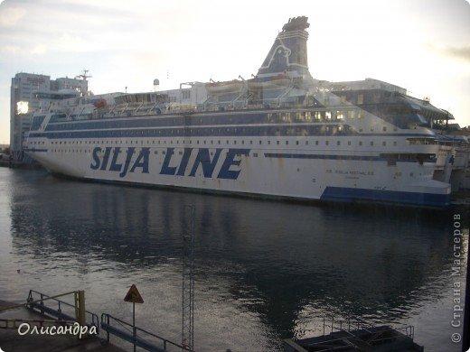 Столица Швеции, знаменитый город Стокгольм, пользуется популярностью среди туристов. Город был построен на четырнадцати островах, которые ничем не соединялись между собой, поэтому к сегодняшнему дню в регионе насчитывается около 55 мостов.  фото 2