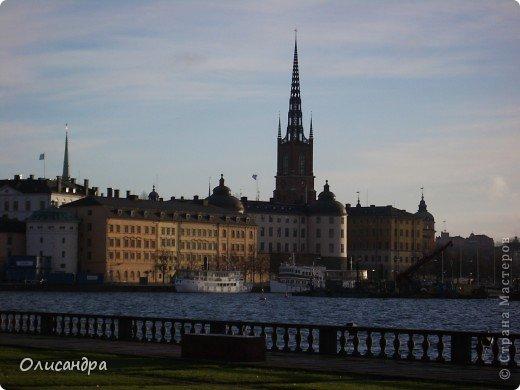 Столица Швеции, знаменитый город Стокгольм, пользуется популярностью среди туристов. Город был построен на четырнадцати островах, которые ничем не соединялись между собой, поэтому к сегодняшнему дню в регионе насчитывается около 55 мостов.  фото 1