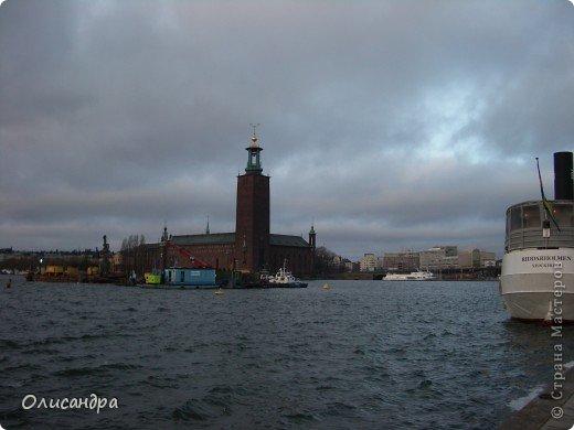 Столица Швеции, знаменитый город Стокгольм, пользуется популярностью среди туристов. Город был построен на четырнадцати островах, которые ничем не соединялись между собой, поэтому к сегодняшнему дню в регионе насчитывается около 55 мостов.  фото 7