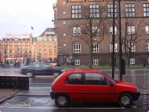 Решила продолжить серию фоторепортажей, посвященных разным городам...  Начало здесь...   http://stranamasterov.ru/blog/34319/292 ********************************************* Копенгаген-это один из старейших  и самых больших городов Дании ( 500 тыс.жителей), а также самая тихая и умиротворенная столица в Европе.  Мы успели в этом убедиться за несколько часов, проведенных в этом приятном городе...Но , к сожалению, увидели очень мало...   фото 18