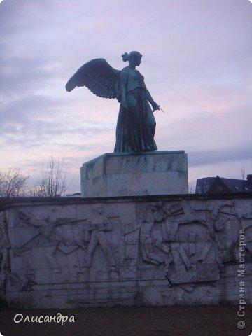 Решила продолжить серию фоторепортажей, посвященных разным городам...  Начало здесь...   http://stranamasterov.ru/blog/34319/292 ********************************************* Копенгаген-это один из старейших  и самых больших городов Дании ( 500 тыс.жителей), а также самая тихая и умиротворенная столица в Европе.  Мы успели в этом убедиться за несколько часов, проведенных в этом приятном городе...Но , к сожалению, увидели очень мало...   фото 20