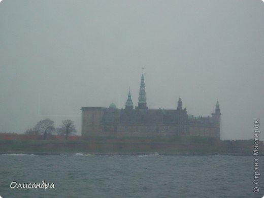 Решила продолжить серию фоторепортажей, посвященных разным городам...  Начало здесь...   http://stranamasterov.ru/blog/34319/292 ********************************************* Копенгаген-это один из старейших  и самых больших городов Дании ( 500 тыс.жителей), а также самая тихая и умиротворенная столица в Европе.  Мы успели в этом убедиться за несколько часов, проведенных в этом приятном городе...Но , к сожалению, увидели очень мало...   фото 8