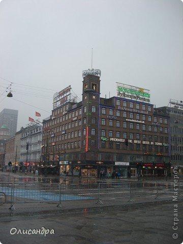 Решила продолжить серию фоторепортажей, посвященных разным городам...  Начало здесь...   http://stranamasterov.ru/blog/34319/292 ********************************************* Копенгаген-это один из старейших  и самых больших городов Дании ( 500 тыс.жителей), а также самая тихая и умиротворенная столица в Европе.  Мы успели в этом убедиться за несколько часов, проведенных в этом приятном городе...Но , к сожалению, увидели очень мало...   фото 12