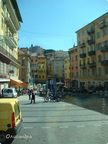 Ницца – один из красивейших уголков Франции, была основана в 5 веке до н. э. греками. Название произошло от имени богини победы – Ники.  В 19 веке отдыхать в Ницце полюбила сначала английская, а потом и французская аристократия. . Фото 3