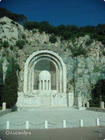 Ницца – один из красивейших уголков Франции, была основана в 5 веке до н. э. греками. Название произошло от имени богини победы – Ники.  В 19 веке отдыхать в Ницце полюбила сначала английская, а потом и французская аристократия. . Фото 30
