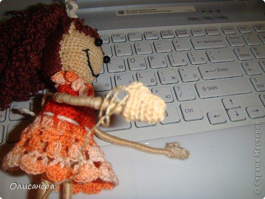 """Люблю куколок... Не всех,конечно... Но эта покорила  с первого взгляда...  Подкупило то,что в ней всего 3 вязаных детали... Казалось бы, что там делать? Раз...и готово, но я промучилась  около недели... Родилась """"Кудряшка"""", благодаря Ларисе Глинчак ( Розетка)...  http://glinchak.com/amigurumi/master-klass-promokashka-t45.html А это мини-версия...всего 13 см... http://glinchak.com/amigurumi/mini-promokashka-v-krasnom-t108.html . Фото 29"""