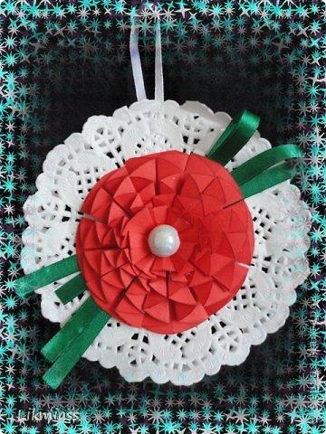 Мастер-класс Оригами из кругов:  ТОРЖЕСТВЕННЫЙ ЦВЕТОК МК Бумага Новый год, Рождество. Фото 1