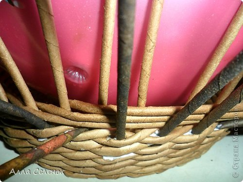 Мастер-класс, Поделка, изделие Плетение: Корзинка-чугунок Бумага газетная, Трубочки бумажные Отдых. Фото 9