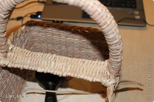 Поделка изделие Плетение Первая корзина для пикника Бумага газетная Трубочки бумажные фото 10
