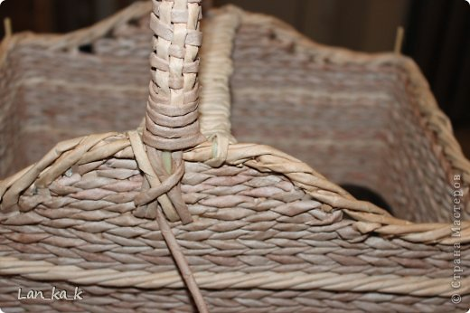 Поделка изделие Плетение Первая корзина для пикника Бумага газетная Трубочки бумажные фото 12
