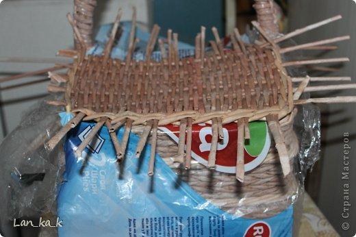 Поделка изделие Плетение Первая корзина для пикника Бумага газетная Трубочки бумажные фото 17