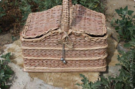 Поделка изделие Плетение Первая корзина для пикника Бумага газетная Трубочки бумажные фото 18