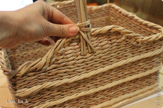 Поделка изделие Плетение Первая корзина для пикника Бумага газетная Трубочки бумажные фото 6