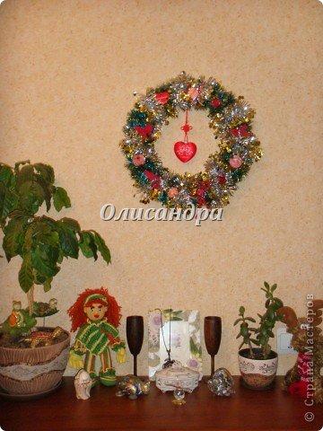 Вчера,гуляя по Стране Мастеров,я увидела рождественский венок  http://stranamasterov.ru/node/129253 Конечно,я смотрела на них и раньше, но этот меня вдохновил... Вдохновение совпало с наличием свободного времени ... и процесс начался.... Фото 8