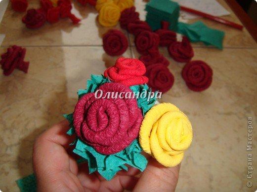 Сделала розовое дерево... http://stranamasterov.ru/node/144894 ...и так мне понравилось крутить розочки, что не могу остановиться... Это первый розовый шар..., по моей задумке их будет три...Результат покажу позже, т.к. последний шарик еще в проекте.... Фото 23