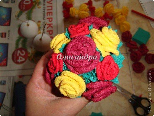 Сделала розовое дерево... http://stranamasterov.ru/node/144894 ...и так мне понравилось крутить розочки, что не могу остановиться... Это первый розовый шар..., по моей задумке их будет три...Результат покажу позже, т.к. последний шарик еще в проекте.... Фото 24