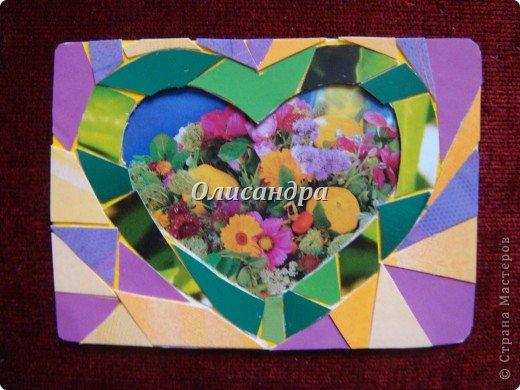 """Очень люблю мозайку, и , даже, пробовала свои силы, украшая коробочки...   http://stranamasterov.ru/blog/34319/438 Подумала, а почему бы также не сделать АТС?  Слоган """"Зеленое сердце природы"""" уже давно вертелся в голове, правда, """"подходящей природы"""" я не нашла... Но,ведь, цветы- тоже частичка природы. Поэтому они заняли почетное место в """"зеленом сердце""""... Хочется, чтобы все серии ,как-то, отличались друг от друга...Хотя, понимаю, что опять получился примитивизм... Мозайка сделана из открыток, цветочный фон, находящийся внутри сердца ,слегка """"утоплен""""... Зазоры между частицами мозайки делала намеренно...Мне хотелось, чтобы были видны желтые прожилки... ******************************************** По-прежнему, пытаюсь отдать долги...  Мои милые """"кредиторы""""! Я не буду Вас называть... Потому что не уверена, что эта серия всем придется по душе... Буду делать до тех пор, пока Вам что-нибудь не понравится ... и ,пока, я не рассчитаюсь со всеми долгами...Торжественно обещаю...! А если понравится...выбирайте...буду рада!. Фото 2"""