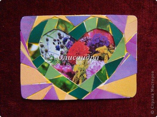 """Очень люблю мозайку, и , даже, пробовала свои силы, украшая коробочки...   http://stranamasterov.ru/blog/34319/438 Подумала, а почему бы также не сделать АТС?  Слоган """"Зеленое сердце природы"""" уже давно вертелся в голове, правда, """"подходящей природы"""" я не нашла... Но,ведь, цветы- тоже частичка природы. Поэтому они заняли почетное место в """"зеленом сердце""""... Хочется, чтобы все серии ,как-то, отличались друг от друга...Хотя, понимаю, что опять получился примитивизм... Мозайка сделана из открыток, цветочный фон, находящийся внутри сердца ,слегка """"утоплен""""... Зазоры между частицами мозайки делала намеренно...Мне хотелось, чтобы были видны желтые прожилки... ******************************************** По-прежнему, пытаюсь отдать долги...  Мои милые """"кредиторы""""! Я не буду Вас называть... Потому что не уверена, что эта серия всем придется по душе... Буду делать до тех пор, пока Вам что-нибудь не понравится ... и ,пока, я не рассчитаюсь со всеми долгами...Торжественно обещаю...! А если понравится...выбирайте...буду рада!. Фото 7"""