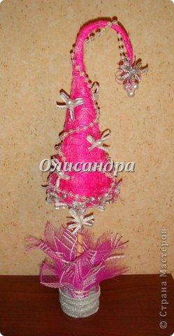 """Предыдущие деревья... http://stranamasterov.ru/node/151489 **************************************************** Розовый цвет ассоциируется у меня с гламуром, или гламур с розовым цветом. Поэтому и назвала эту елочку """"Гламурочка""""... Не смогла выбрать фото, поэтому одна елочка и три фона.... Фото 6"""