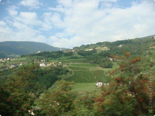 Италия / г.Сирмионе / сентябрь 2009г ********************************************* Сирмионе - небольшой старинный городок, расположен на живописном полуострове самого большого озера Италии - Гарда (на южной оконечности озера), в часе езды от Милана. Население городка составляет 5 800 человек.  фото 1