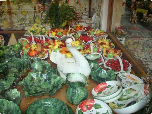 Италия / г.Сирмионе / сентябрь 2009г ********************************************* Сирмионе - небольшой старинный городок, расположен на живописном полуострове самого большого озера Италии - Гарда (на южной оконечности озера), в часе езды от Милана. Население городка составляет 5 800 человек.  фото 46