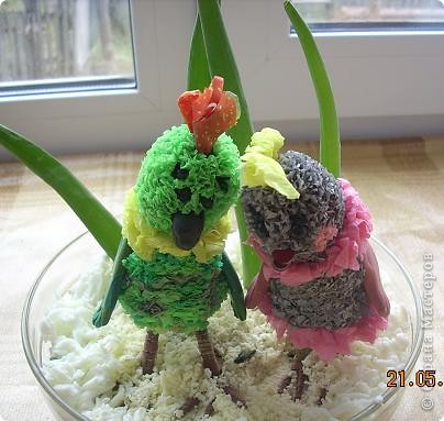 Девчонки и мальчишки! А так же их родители!<br /> Весеннего салатика отведать, не хотите ли?<br /> Давно мы с попугаями не угощали вас…<br /> Салат «Весна на Севере» покажем мы сейчас!<br /> Ну, а дальше в прозе…<br />  фото 1
